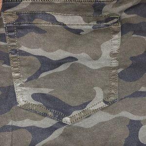 c46952382d2 Pants - Torrid NWT Camo Capri pants Size 18